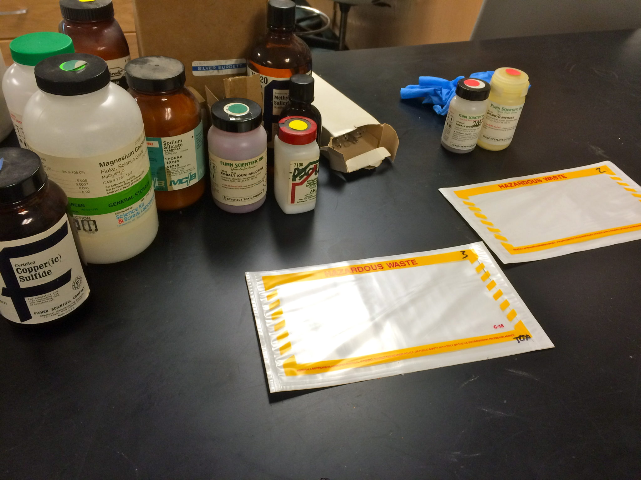 Labeling chemicals for labpack